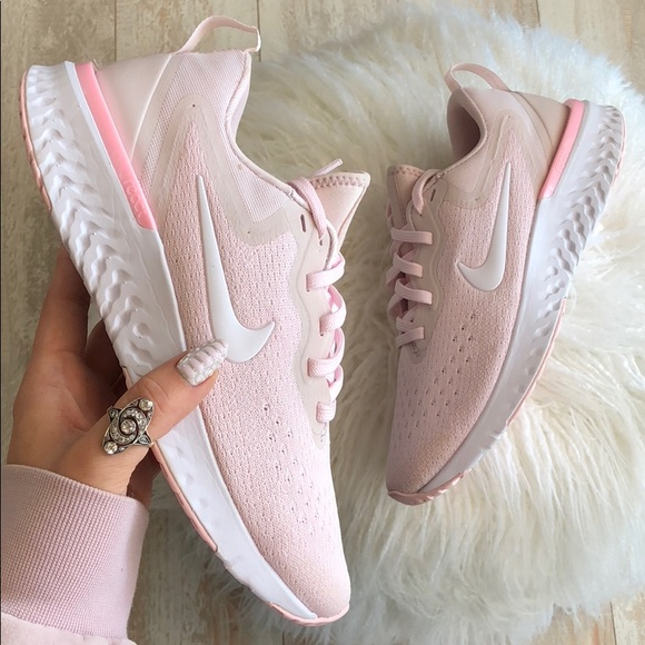 the latest ad5f9 d5d20 NWT Nike odyssey react pink